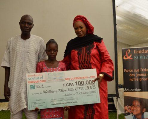 Une des filles récompensées pour le CFFE 2015
