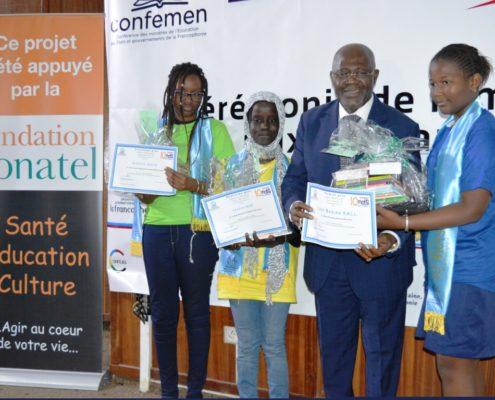 Remise de cadeaux ambassadeurs Cameroun