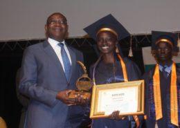 Remise des prix par le ministre de l'éducation nationale